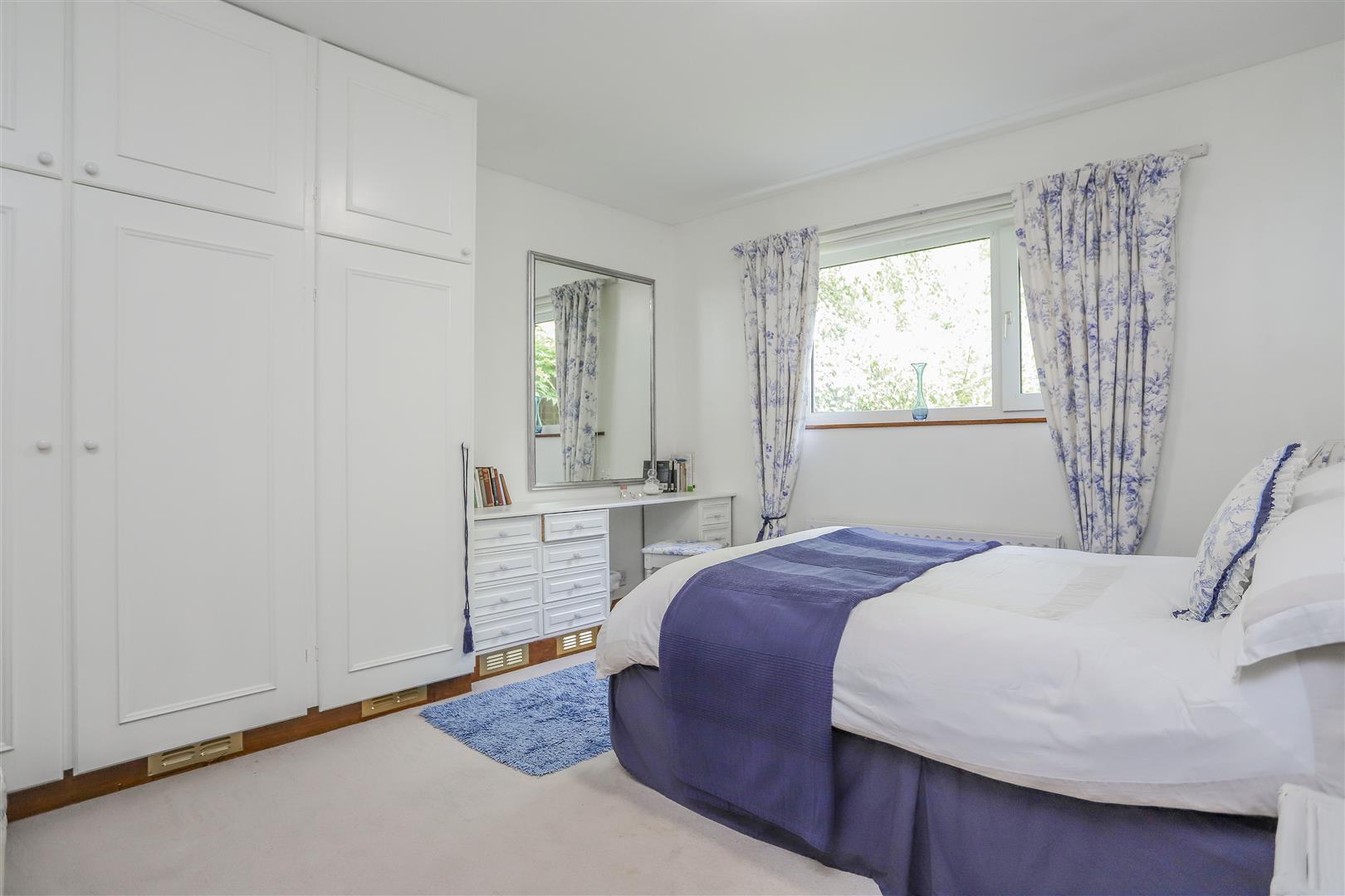 5 Bedroom Detached House For Sale - 7.JPG